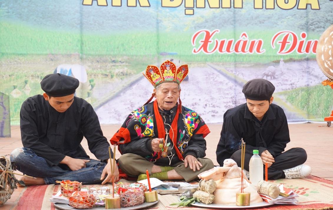 Offerings in the rite of San Chí people, Định Hóa district, Thái Nguyên province (photo by Phạm Thị Thủy Chung)
