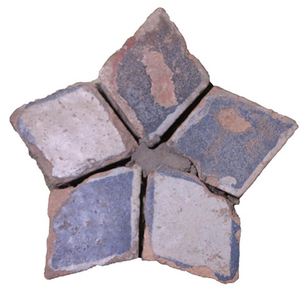 Blue and white star tiles from Darpinegyi pagoda, Mrauk U museum. Source: Saw Tun Lin.