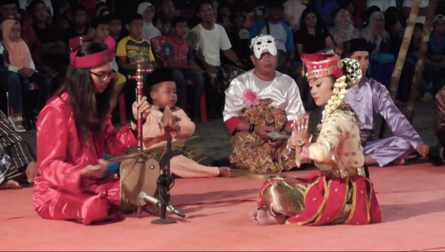 Mak yong performance of Raja Bungsu Sakti on the earthen stage by the Yayasan Konservatori Seni Tanjungpinang troupe at Festival Tamadun Melayu in Daik, Lingga, in November 2017